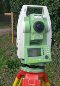 electronic total station survey instrument